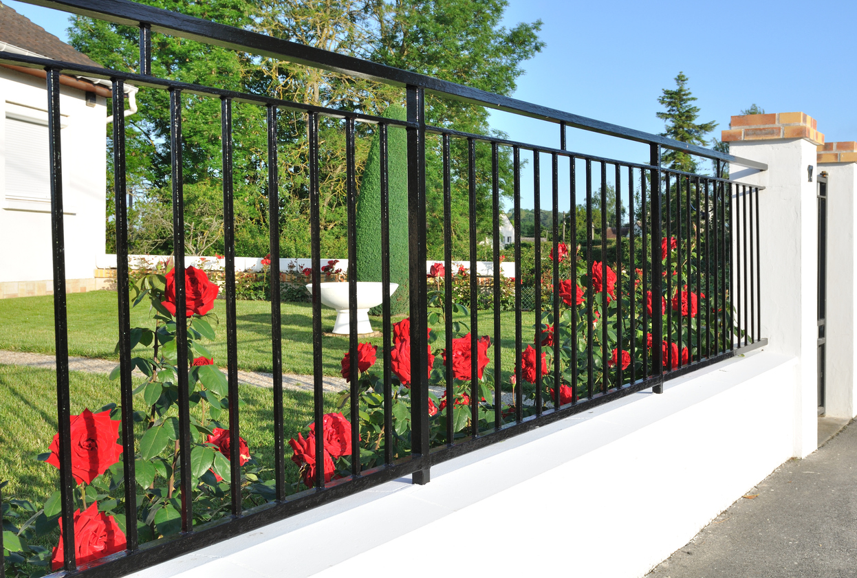 metal fence contractors
